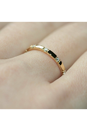 18kt Yellow Gold 10 Stone XX Diamond Ring