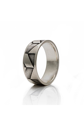 Band silver ring sideview