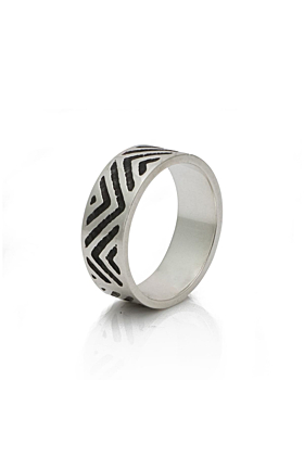Silver ring with zigzag design