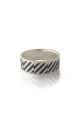 Silver ring sideview