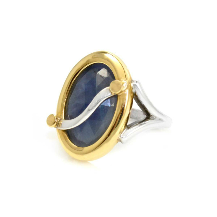 Ring Oval Blue-Grey Colour Change Sapphire - 9ctw