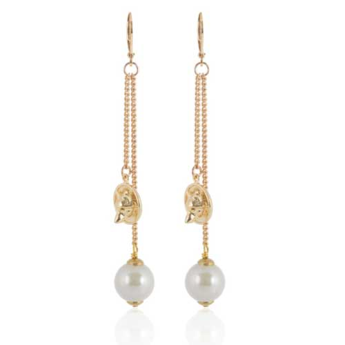 Gold wolf-disc pearl earring | Alexa K Boutique