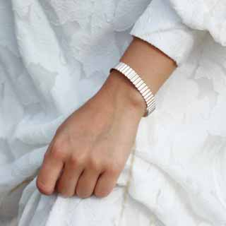 Sterling Silver Ondulée Bangle | Olivia Taylor
