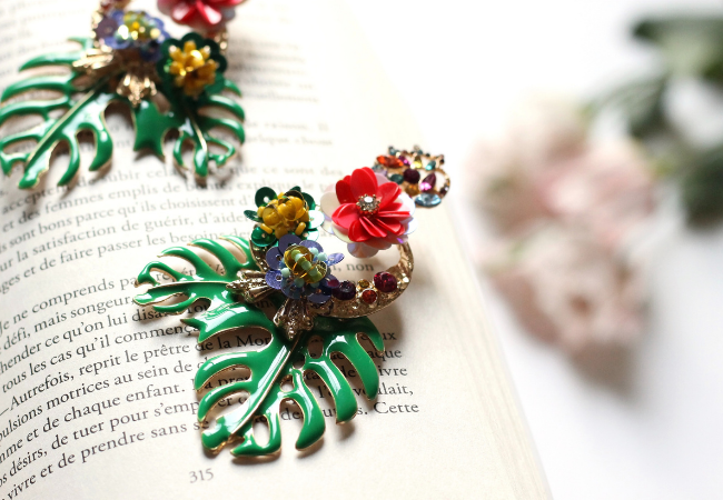 The 9 best women's brooches to boost your outfit